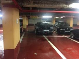 Parking/Box 10 m2 à PARIS 08  180 €