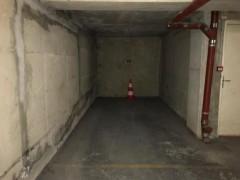 Parking/Box 12 m2 à PARIS 18  30 000 €