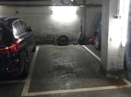 Parking/Box 10 m2 à PARIS 16  49 900 €