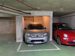 Parking/Box 11 m2 à PARIS 15  26 000 €