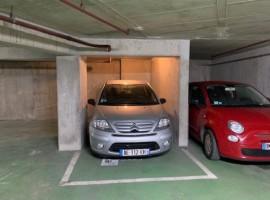 Parking/Box 11 m2 à PARIS 15  27 000 €