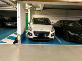 Parking/Box 12 m2 à Courbevoie  24 000 €