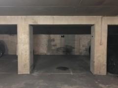 Parking/Box 12 m2 à PARIS 15 rue des favorites 24 500 €