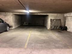 Parking/Box 20 m2 à PARIS 16  350 €