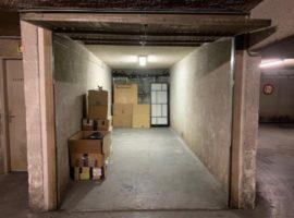 Parking/Box 18 m2 à PARIS 08  68 900 €