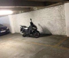 Parking/Box 12 m2 à PARIS 15  37 900 €